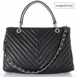 Czarna skórzana torebka w klasyczną jodełkę, dopinany ozdobny pasek