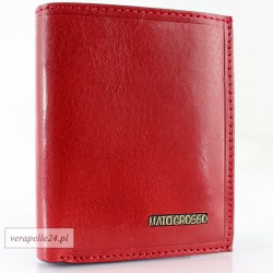 Czerwone skórzane etui na dokumenty i karty płatnicze